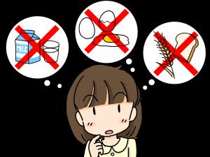 アレルギーについて考える女性